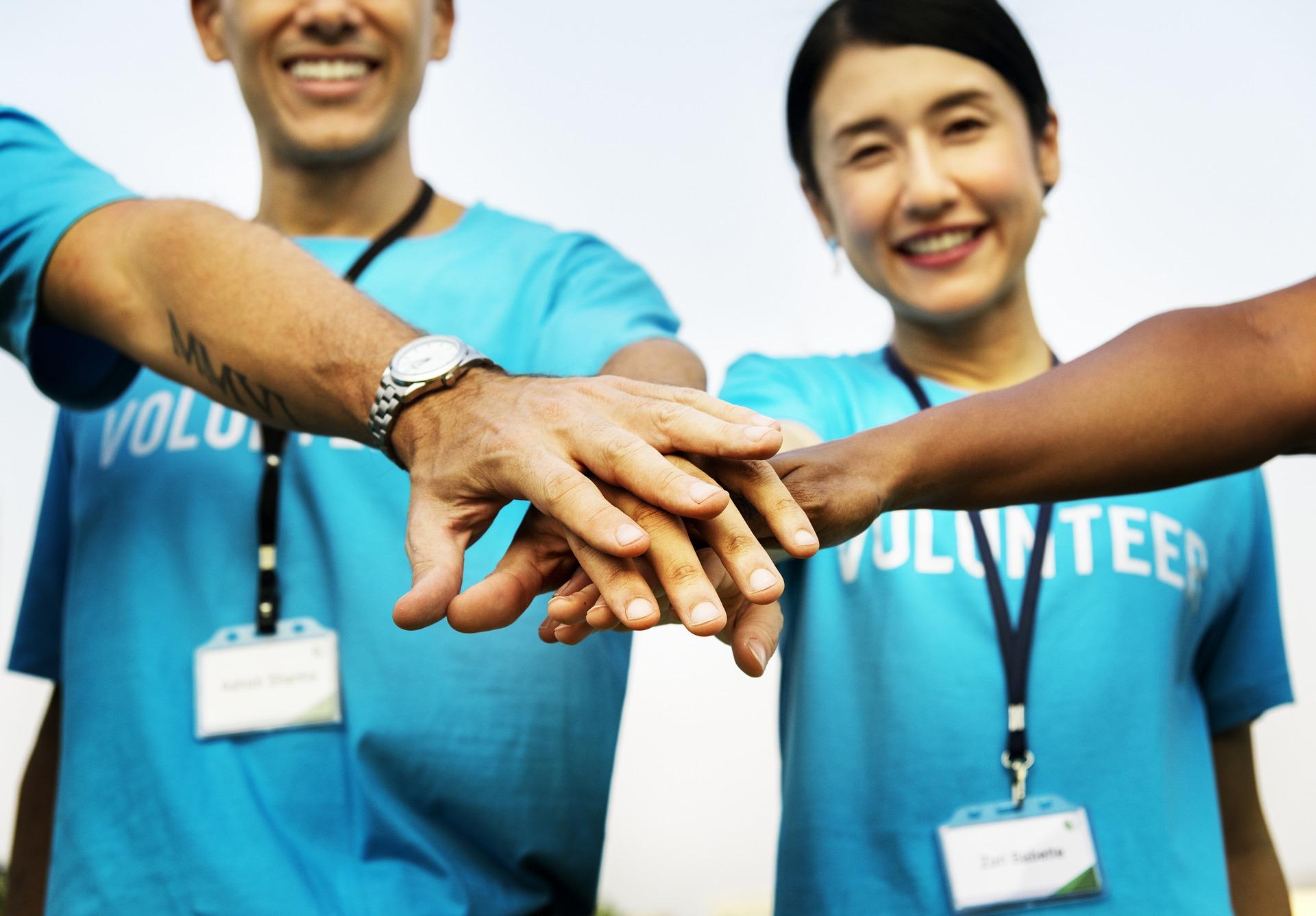 wolontariusze w firmie