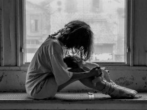 Trudne dzieciństwo pozostawia trwały uraz mózgu