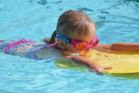 wpływ sportu na rozwój, pływanie