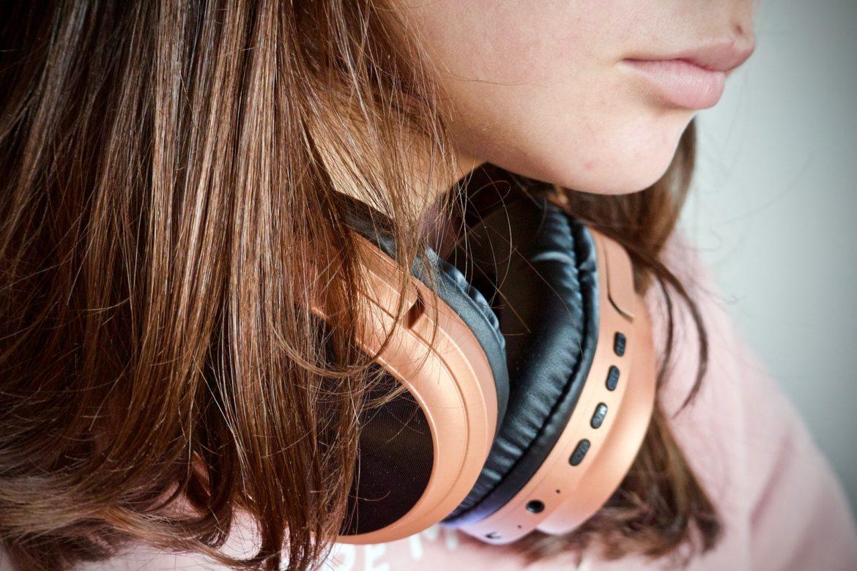 problemy z nastolatkiem, nastolatka, słuchawki