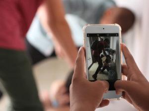 Cyberprzemoc wśród nastolatków – jak pomóc dziecku?