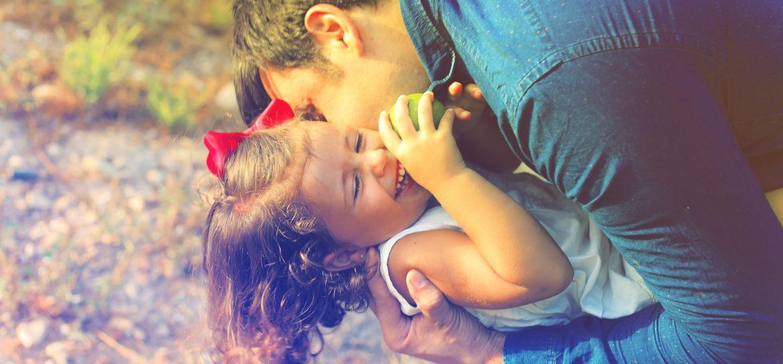 Więź z dzieckiem, miłość, radość, ojciec, córka