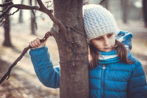 Depresja u dzieci, dziewczynka, smutek