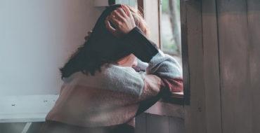 Osamotnione dzieci, dziewczynka, smutek, Samotność