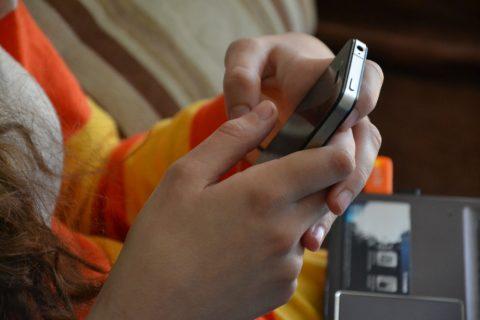 Uzależnienie od internetu, smartfon, dziecko
