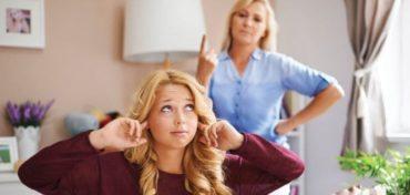 Nastolatek mnie nienawidzi, mama, córka, Bunt