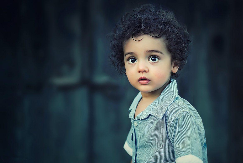Adoptować dziecko, chłopiec, oczy, emocje