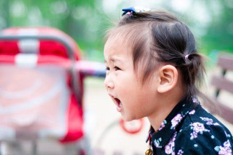Dziecko ma ADHD, dziewczynka, krzyk,